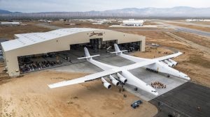 Stratolaunch rollout at Scaled Composites in Mojave, CA. Photos courtesy of Stratolaunch Systems Corp.
